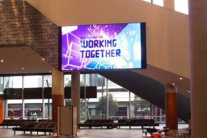QE-Series-LED-Screen Indoor Billboard Digital Signage