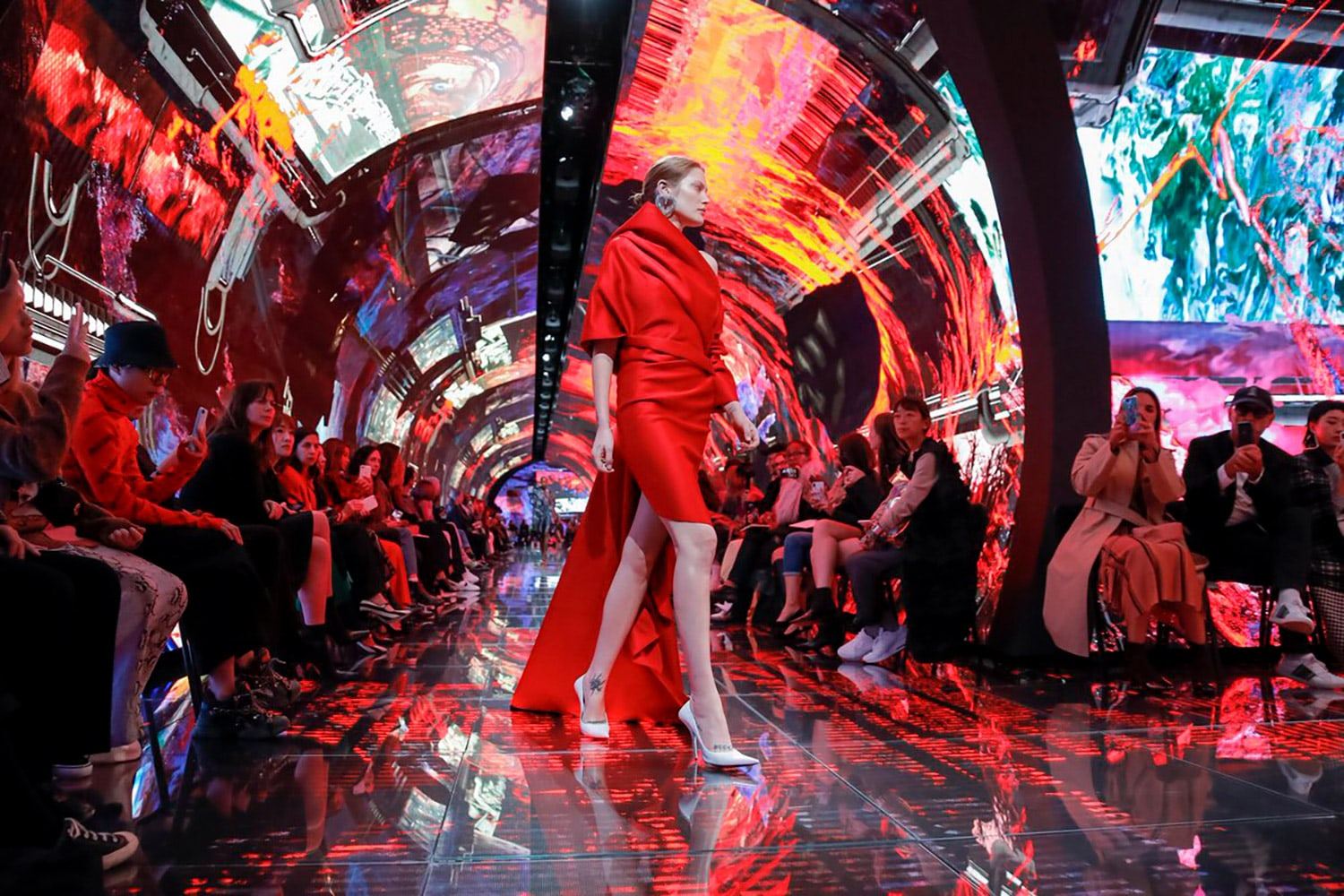 cuved led screens at paris fashion week
